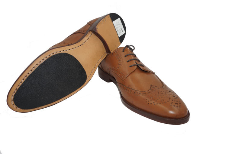 light-brown-wingtip-derby-shoe-side-leather-sole