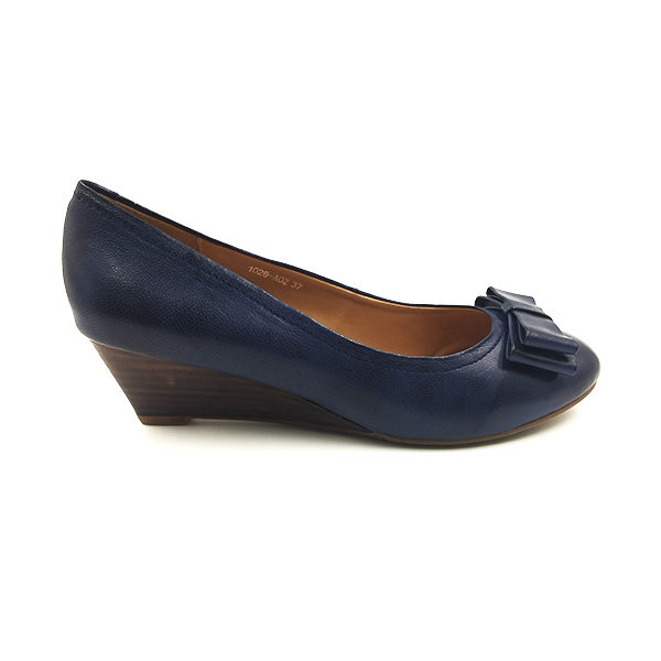 navy leather bow wedge pumps